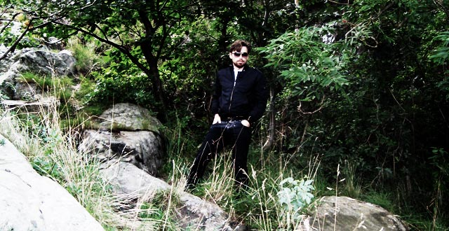 Mateusz_kolonilott_i_skogen
